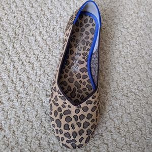 SINGLE spotted Rothy size 9, right foot.